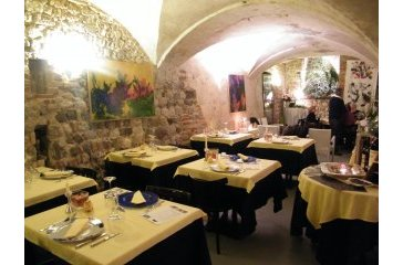<a href='http://www.portaledelleosterie.it/andarosterie_cerca_dettaglio.php?id=388'><b>Osteria alle Volte</b> - Udine (UD)</a>